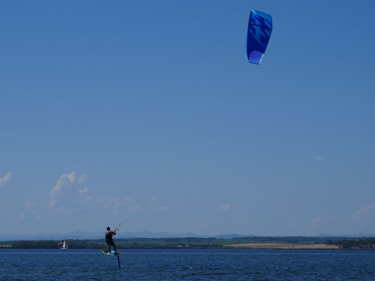 Kitesurf-foil apprendre avec un moniteur sur le bassin de Thau